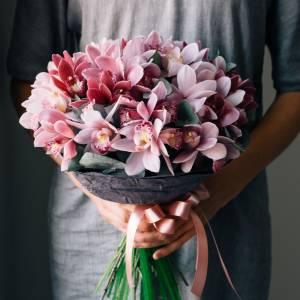 Нежный букет 25 бутонов орхидеи с оформлением R1258