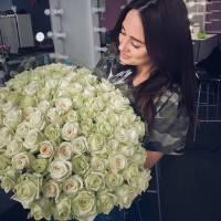 Букет 101 белая роза с лентами R005