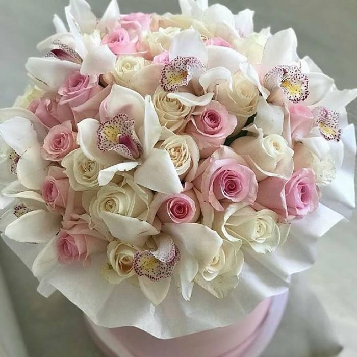 Орхидеи и розы в коробке R646